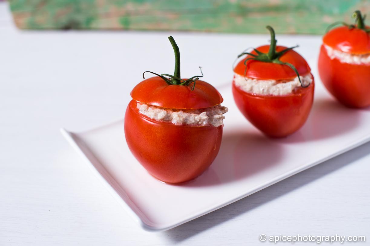 Tomates rellenos de atún claro