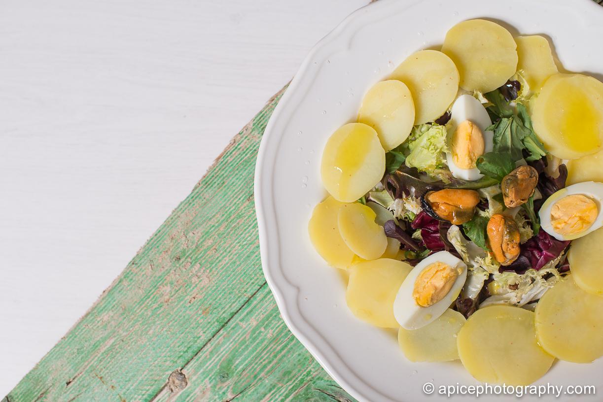 Ensalada de patata y huevo cocido