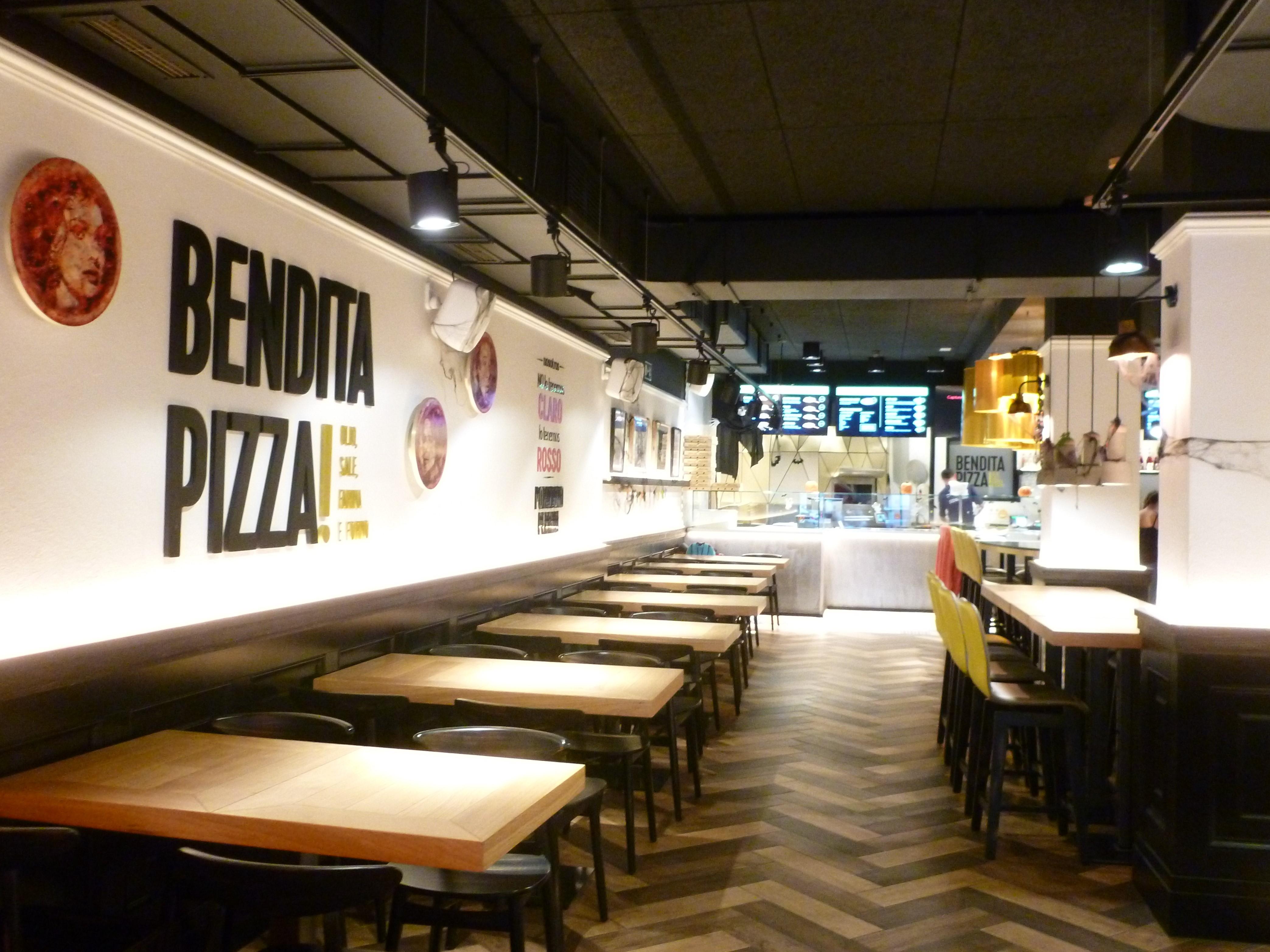 Con las manos en la masa en Bendita Pizza 1