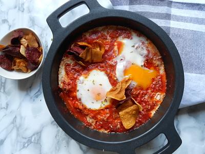 Boloñesa de chistorra y huevos al plato