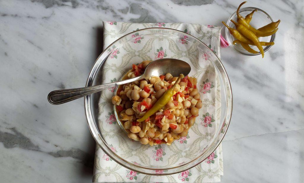 Presentación de ensalada de alubias blancas 7