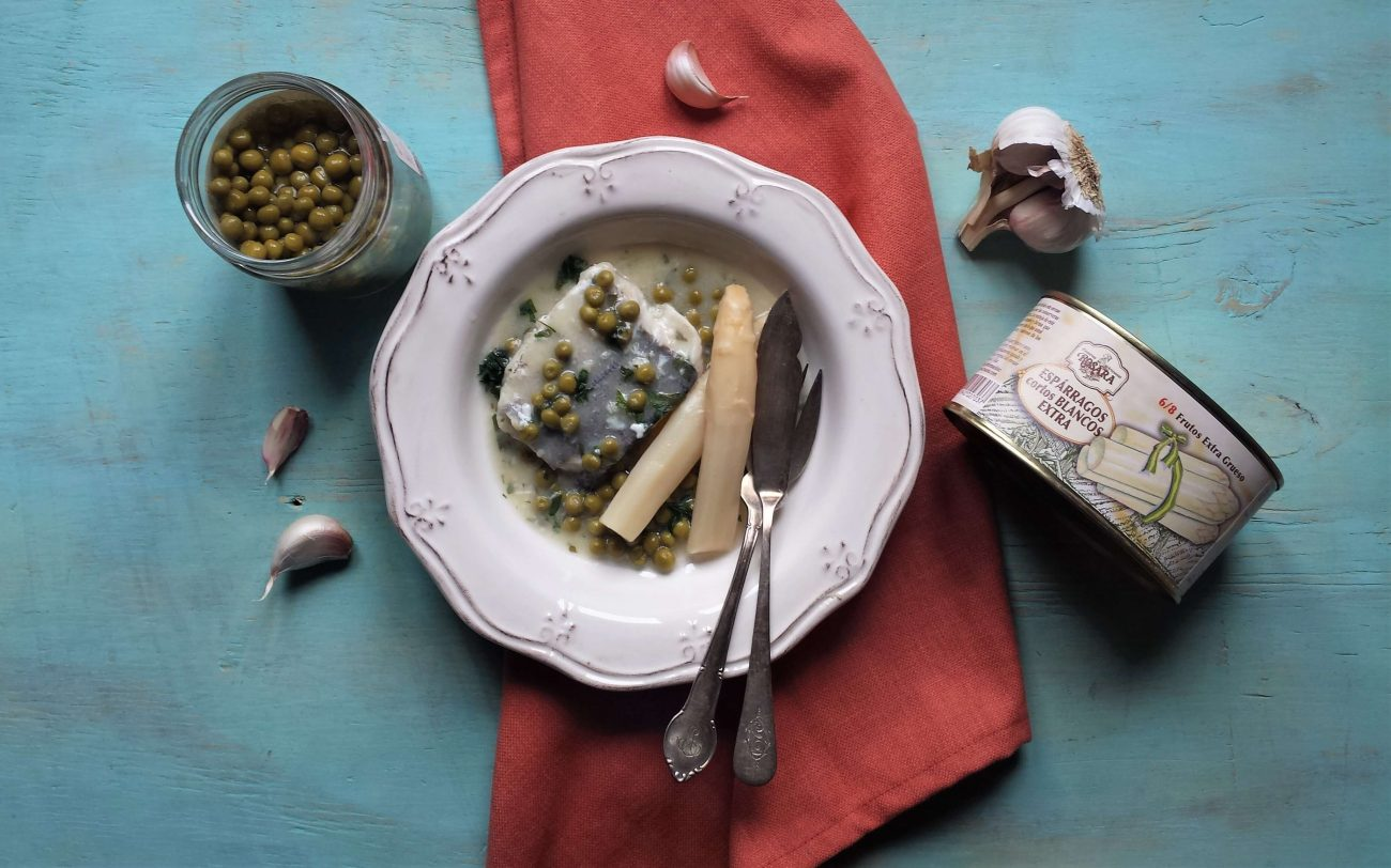 Merluza en salsa verde con espárragos