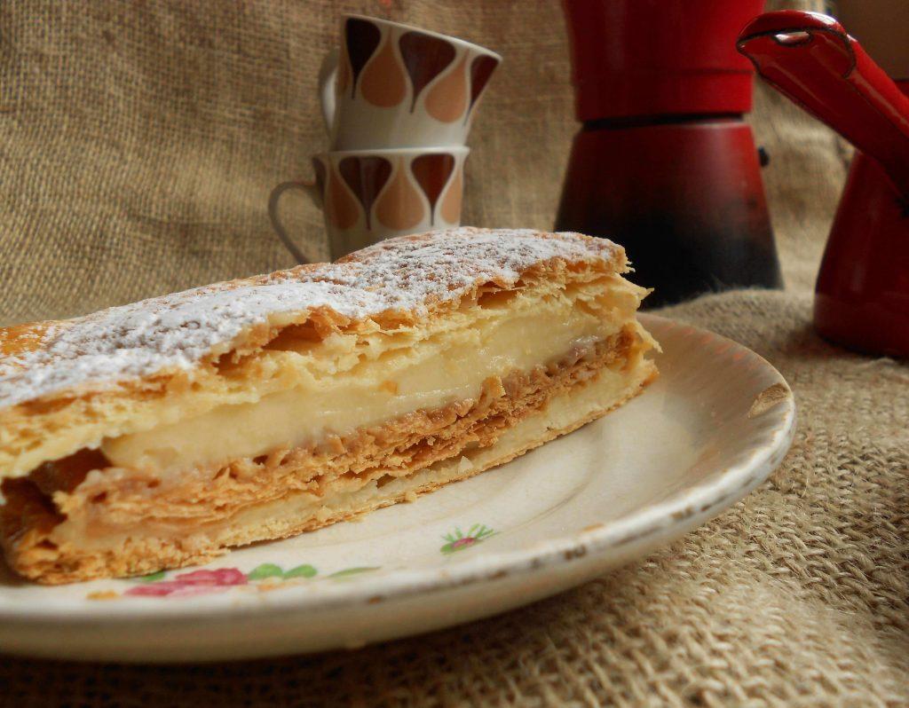 Ración de milhojas de crema pastelera