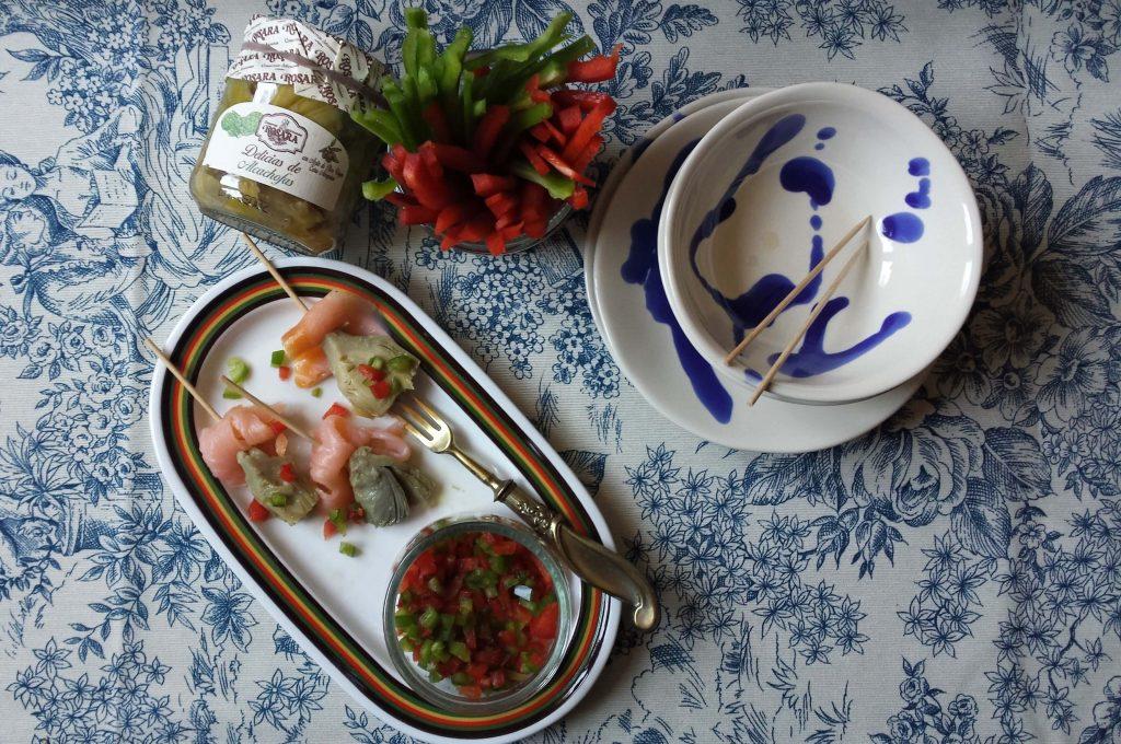 Brocheta de alcachofa con salmón ahumado