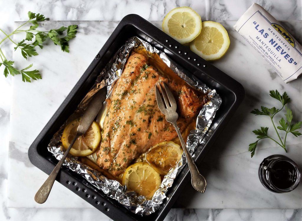 Bandeja con cubiertos de salmón al horno 3
