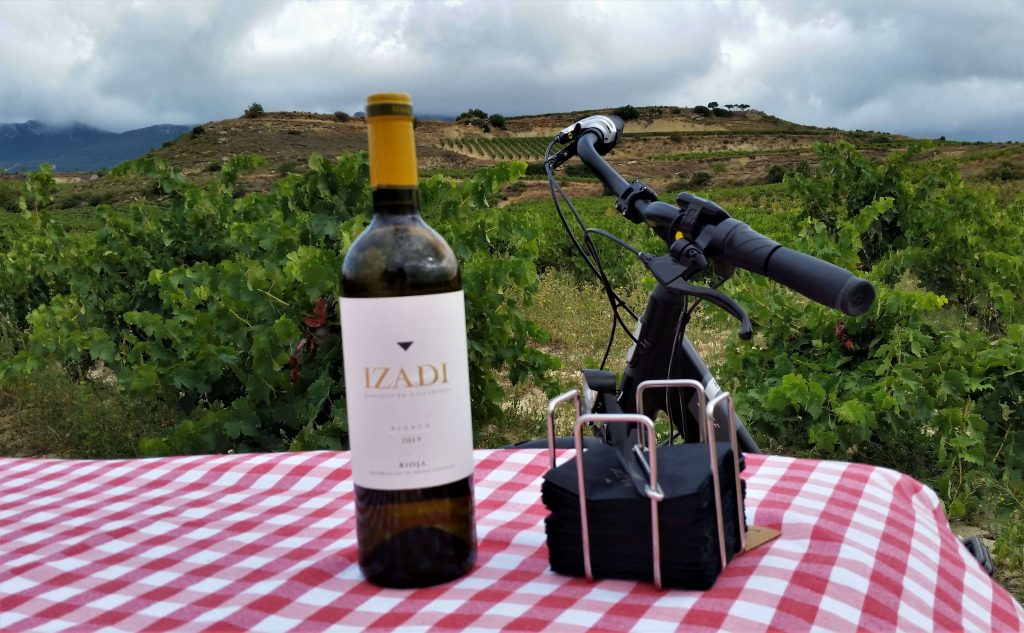 Botella de vino y bici