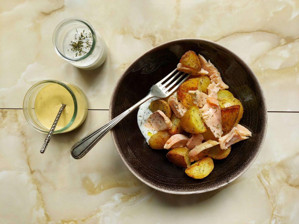 Patatas baby con salmón y eneldo