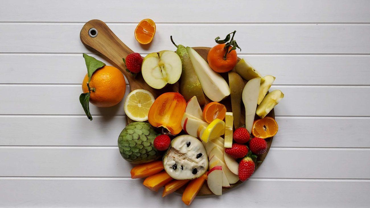 Tabla con frutas de invierno