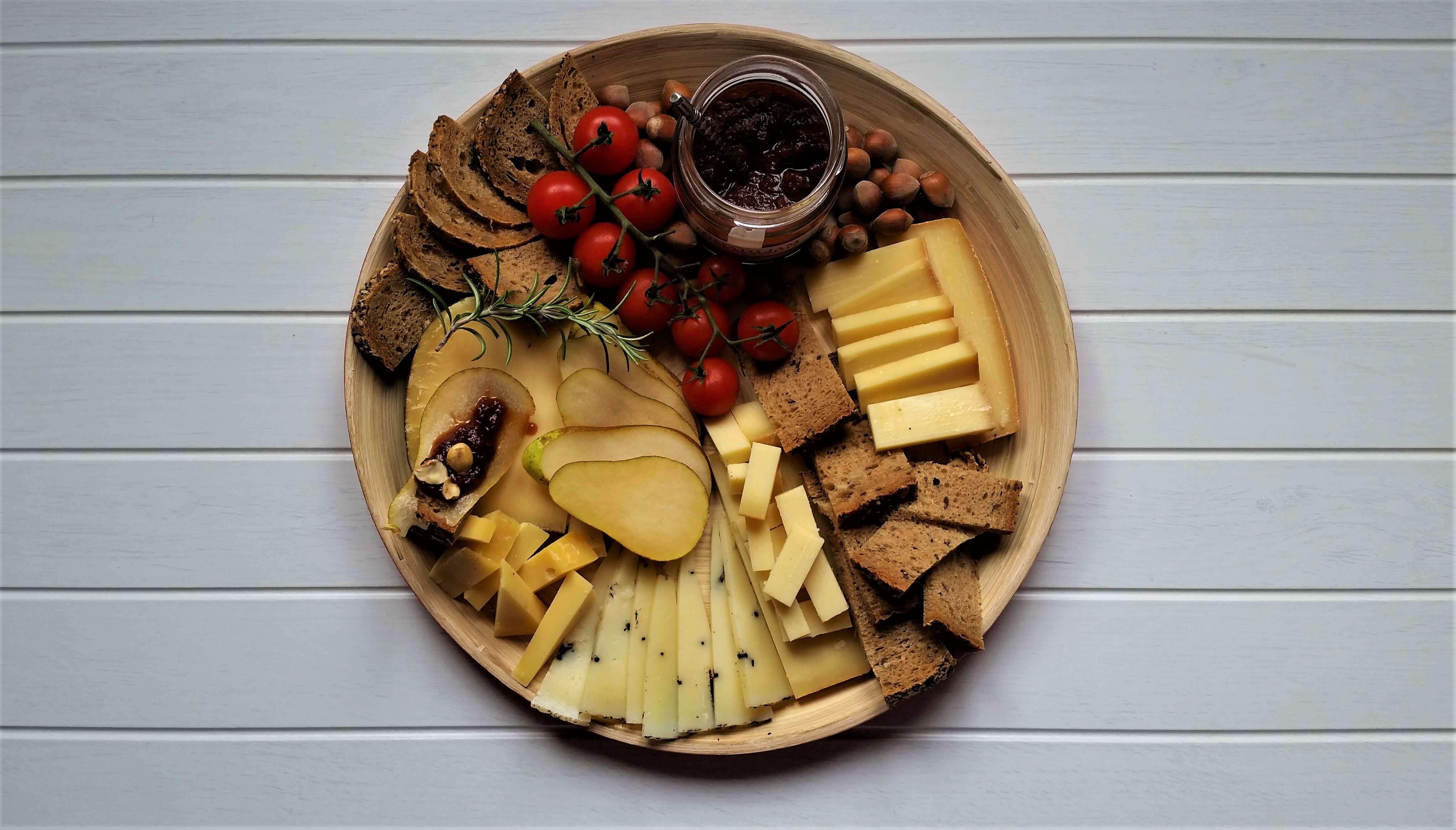 Tabla de quesos y pera