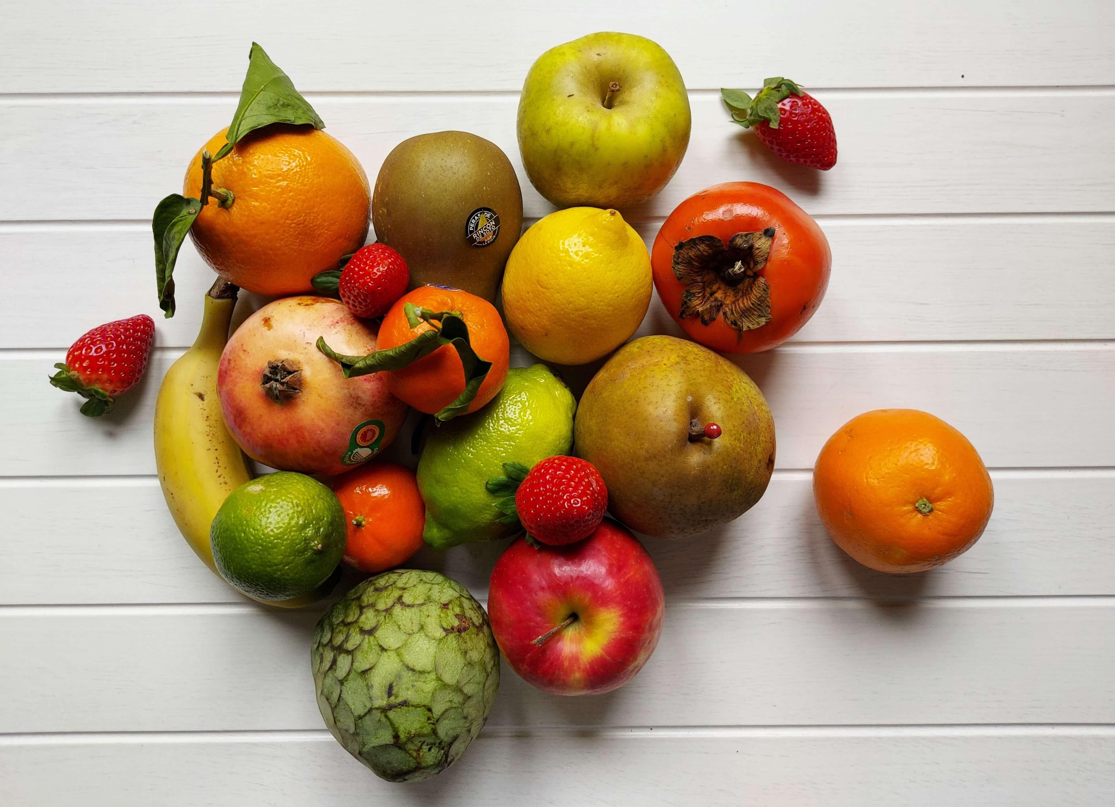 Exposición de frutas de invierno