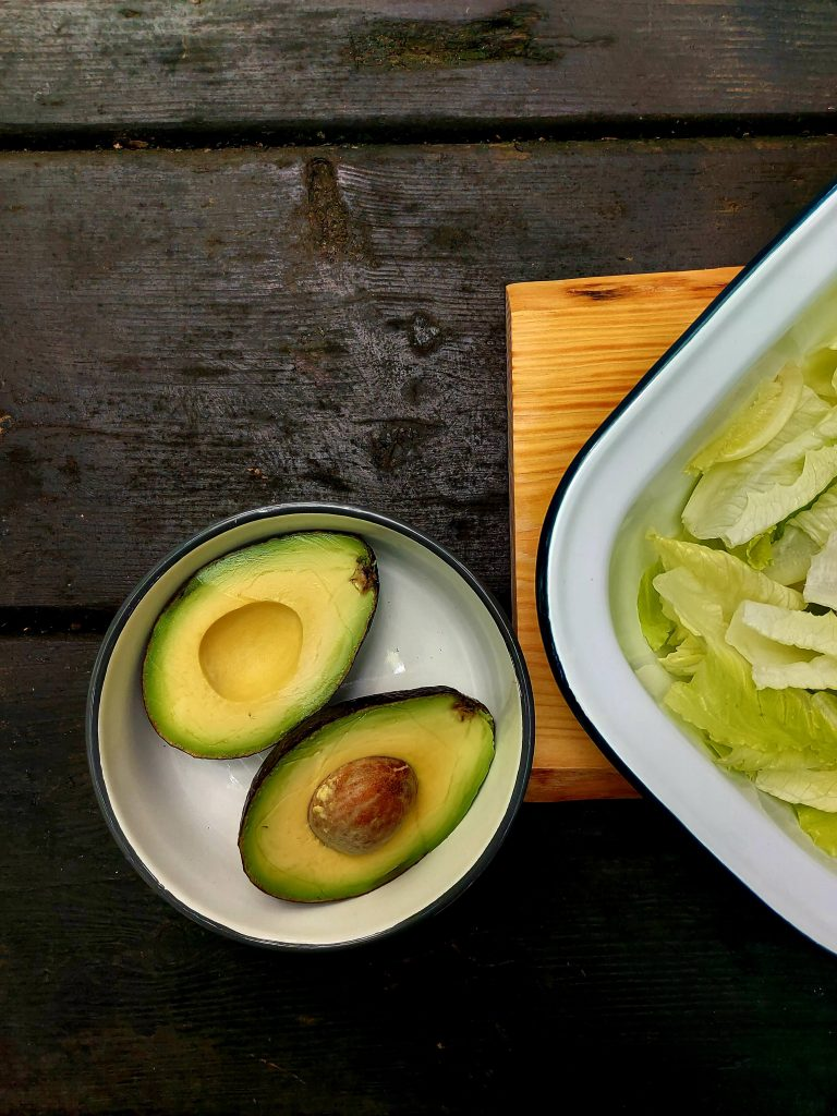 Aguacate para ensalada de aguacate y albaricoques